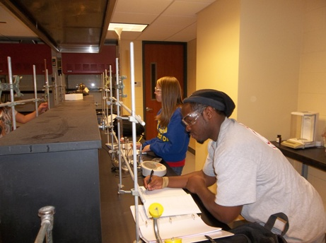 Students in the Quantative Analysis Chemistry lab