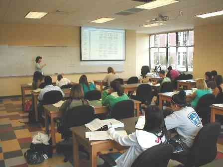 Dr. Sandra Thompson-Jaeger in CW 105 with her Principles of Biology class